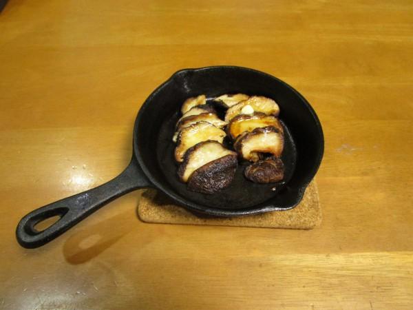 スキレットで作った椎茸の醤油バター炒め