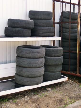 蚊の温床となる古タイヤ
