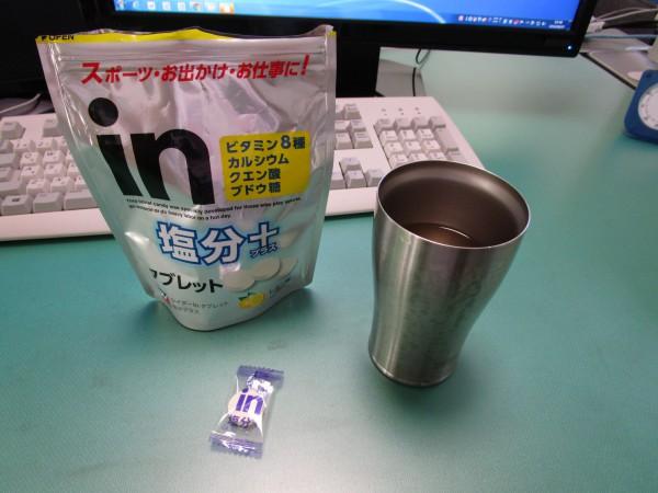 熱中症対策タブレットと水