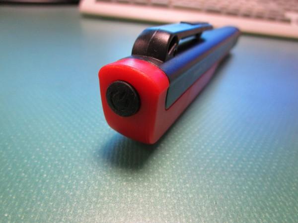 ペン型LEDライトのスイッチ