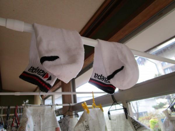 靴下を早く乾かす干し方