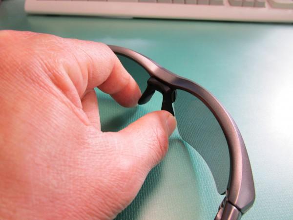 サングラスの鼻パット調整機能