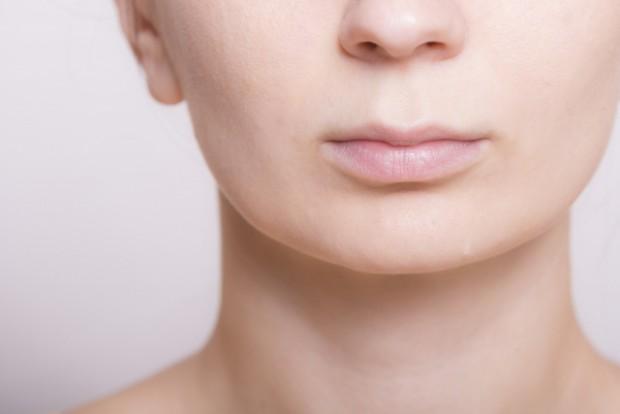 口呼吸の女性