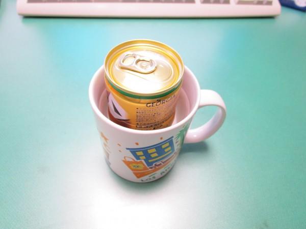 缶コーヒーをお湯に浸けている画像2回目